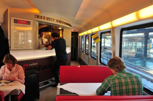 Der ÖBB Railjet fährt täglich mehrmals von Zürich über Wien bis Budapest | The Board restaurant of the ÖBB Railjet connecting Zürich via Vienna with Budapest.